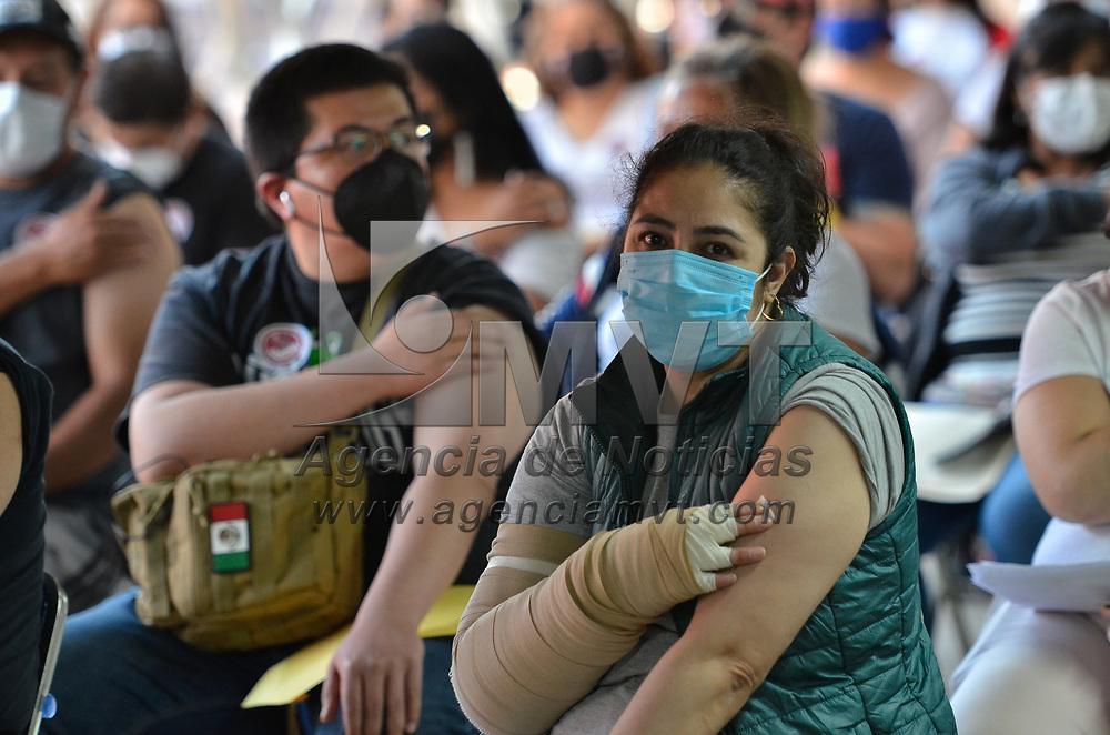 Toluca, México.- Inicia la vacunación contra el virus SARS-CoV-2  para personas de 40 a 49 años en el municipio de Toluca, la cual se estará desarrollando del 8 al 11 de Junio en diversas sedes de la capital mexiquense.. Agencia MVT / Arturo Hernández.