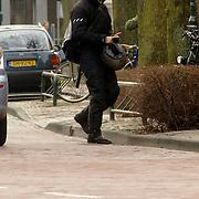 NLD/Laren/20060314 - Jasper Faber is de sleutels kwijt van zijn geparkeerde motor
