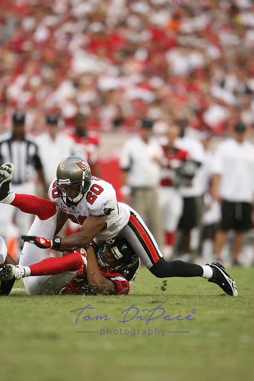 Tampa Bay Buccaneers Ronde Barber plays in a game <br /> (Tom DiPace)
