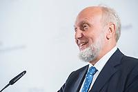 09 JUN 2016, BERLIN/GERMANY:<br /> Prof. Dr. Dr. h.c. mult. Hans-Werner Sinn, Oekonom und ehem. Praesident ifo Institut fuer Wirtschaftsforschung, Tag des deutschen Familienunternehmens, Stiftung Familienunternehmen, Hotel Adlon<br /> IMAGE: 20180609-01-060