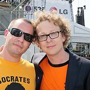 NLD/Amsterdam/20110430 - Koninginnedagconcert Radio 538, Jeroen van Koningsbrugge en Dennis van der Ven, Jurk