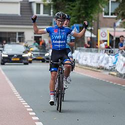 06-07-2019: Wielrennen: Ronde van Twente: Enter <br />Bij de nieuwelingen won Rindert Buiter, die in Enter medevluchter Max van der Meulen versloeg in een sprint-met-twee. Sven Mulder werd derde.