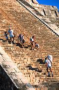 MEXICO, MAYAN, YUCATAN Chichén Itzá; El Castillo Pyramid stairway