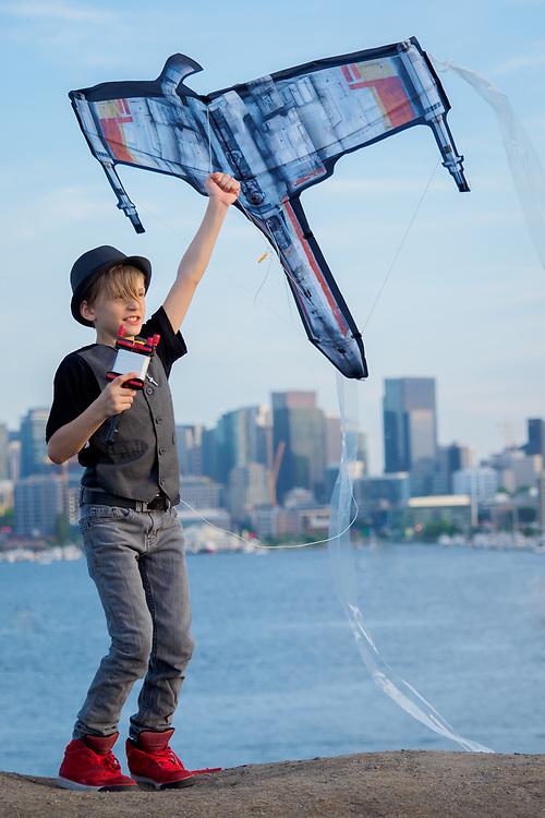 United States, Washington, Seattle, boy flying kite at Gas Works Park MR