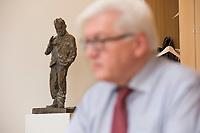 15 JAN 2013, BERLIN/GERMANY:<br /> Frank-Walter Steinmeier, SPD Fraktionsvorsitzender, waehrend einem Interview, in seinem Buero, Jakob-Kaiser-Haus, Deutscher Budnestag<br /> IMAGE: 20130115-01-026<br /> KEYWORDS: Büro