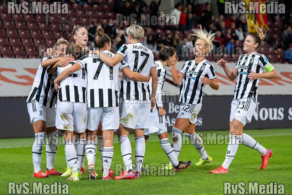 GENEVA, SWITZERLAND - OCTOBER 06: Arianna Caruso #21 of Juventus Women celebrates her goal with teammates during the UEFA Women's Champions League group A match between Servette FCCF and Juventus at Stade de Geneve on October 6, 2021 in Geneva, Switzerland. (Photo by Basile Barbey/RvS.Media)