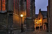 Nederland, Nijmegen, 21-12-2019  Rond de stevenskerk, het Stevenskerkhof, bevinden zich nog wat middeleeuwse historische gebouwen die bespaard zijn gebleven in de oorlog. Hier is o.a. het oudste cafe van de stad, In de Blaauwe, blauwe,  hand, de kanunnikenhuisjes en de Waag, het waaggebouw . Nijmegen claimt de oudste stad van Nederland te zijn . Foto: Flip Franssen