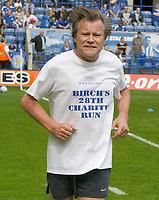 Photo: Steve Bond/Richard Lane Photography. <br />Leicester City v Sheffield Wednesday. Coca-Cola Championship. 26/04/2008. Celebrity Leicester fan David Neilson (Roy Cropper) runs a charity marathon before kick off