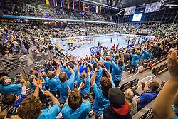 Berlin, Deutschland, 16.05.2015:<br /> Handball EHF Pokal Halbfinale Spiel 1 2014 / 2015 - Skjern Handbold - HSV Hamburg - EHF CUP Finals 2014/15.<br /> <br /> Fans vom HSV und deren Fans bejubeln den Einzug ins Finale. Uebersicht / Totale der Max-Schmeling-Halle<br /> <br /> Fans and players from HSV celebrating reaching the final *** Local Caption *** © pixathlon