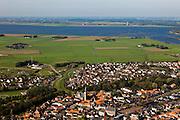 Nederland, Overijssel, Gemeente Genemuiden , 03-10-2010; Genemuiden met achter de nieuwbouwwijk de Zuiderzeepolder. Aan de horizon het Zwarte Water en de Noordoostpolder.luchtfoto (toeslag), aerial photo (additional fee required).foto/photo Siebe Swart