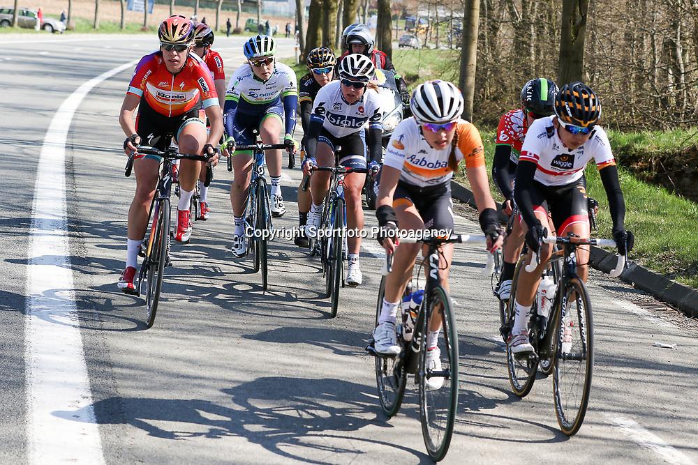 05-04-2015: Wielrennen: Ronde van Vlaanderen vrouwen: BelgieOUDENAARDE (BEL) cyclingThe 3th race in the UCI womens World Cup is the 12th edition of the Ronde van Vlaanderen. The race distance is 145 km with 12 Climbs and 5 zones of Cobbles. Annemiek van Vleuten was actief in de koers. Hier in een kopgroep met o.a. Ellen van Dijk