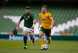 DUBLIN, REPUBLIC OF IRELAND - Sunday, October 11, 2020: Wales' Ben Davies (R) and Republic of Ireland's Shane Long during the UEFA Nations League Group Stage League B Group 4 match between Republic of Ireland and Wales at the Aviva Stadium. The game ended in a 0-0 draw. (Pic by David Rawcliffe/Propaganda)