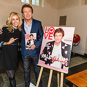 NLD/Amsterdam/20170201 -  Lancering All You Need Is Love Magazine, Wendy van Dijk en Robert ten Brink met het magazine