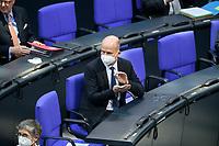 08 DEC 2020, BERLIN/GERMANY:<br /> Ralph Brinkhaus, MdB, CDU, CDU/CSU Fraktionsvorsitzender, applaudiert, mit Maske, Haushaltsdebatte, Plenum, Reichstagsgebaeude, Deuscher Bundestag<br /> IMAGE: 20201208-02-003<br /> KEYWORDS: Mund-Nase-Schutz, Corona, Corvid-19, Mundschutz