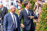 Premier Rutte en de Amerikaanse ambassadeur Pete Hoekstra aanwezig bij de viering van 75 jaar vrijheid in Terneuzen.