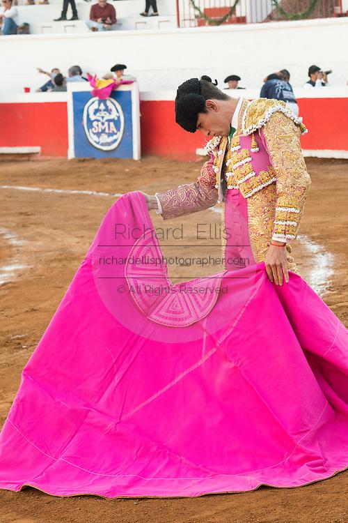 Mexican Bullfighter Arturo Macías drapes the cape to attract a bull during a bullfight at the Plaza de Toros March 4, 2018 in San Miguel de Allende, Mexico.
