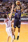 DESCRIZIONE : Venezia campionato serie A 2013/14 Reyer Venezia EA7 Olimpia Milano <br /> GIOCATORE : David Moss<br /> CATEGORIA : tiro three points<br /> SQUADRA : EA7 Olimpia Milano<br /> EVENTO : Campionato serie A 2013/14<br /> GARA : Reyer Venezia EA7 Olimpia<br /> DATA : 28/11/2013<br /> SPORT : Pallacanestro <br /> AUTORE : Agenzia Ciamillo-Castoria/A.Scaroni<br /> Galleria : Lega Basket A 2013-2014  <br /> Fotonotizia : Venezia campionato serie A 2013/14 Reyer Venezia EA7 Olimpia  <br /> Predefinita :