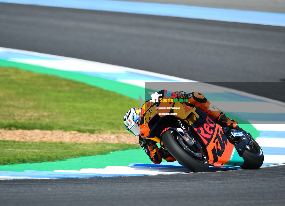 BURIRAM, THAILAND - OCTOBER 06: Pol Espargaro (44) of Spain and Red Bull KTM Factory Racing in Turn 3 during FP3 at the MotoGP PTT Thailand Grand Prix 2018, Chang International Circuit, Buriram, Thailand on October 06, 2018. <br /> .<br /> .<br /> .<br /> (Photo by: Naratip Golf Srisupab/SEALs Sports Images)<br /> .<br /> Any image use must include a mandatory credit line adjacent to the content which should read: Naratip Golf Srisupab/SEALs Sports Images