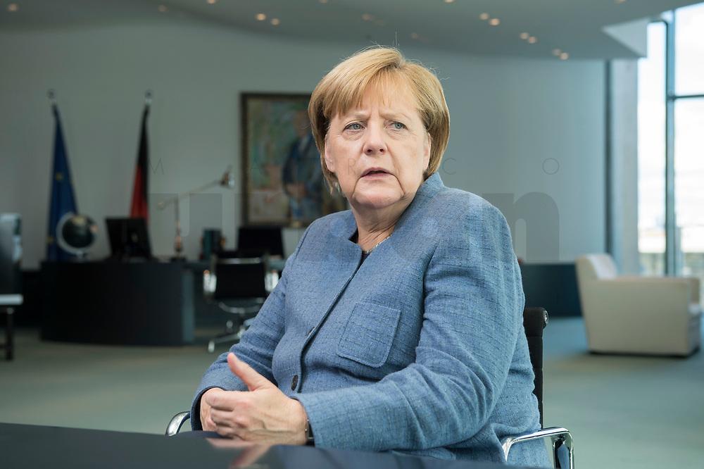 09 OCT 2017, BERLIN/GERMANY:<br /> Angela Merkel, CDU, Bundeskanzlerin, waehrend einem Interview, in ihrem Buero, Bundeskanzleramt<br /> IMAGE: 20171009-01-007<br /> KEYWORDS: Büro