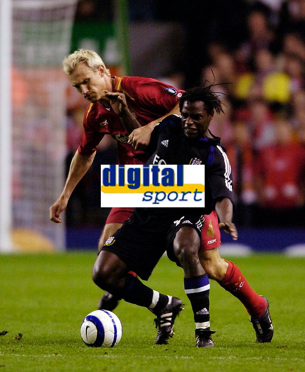 Photo: Jed Wee.<br />Liverpool v Anderlecht. UEFA Champions League.<br />01/11/2005.<br /><br />Anderlecht's Mbo Mpenza (R) holds off Liverpool's Sami Hyypia.