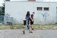 02.07.2019 Magdeburg, Wohngebiet Reform, Jugendliche.<br /> <br /> md2025.de<br /> offizielles Bild im 1. Bid-Book<br /> Bewerbung Magdeburgs zur Kulturhauptstadt 2025<br /> <br /> © Harald Krieg/Agentur Focus