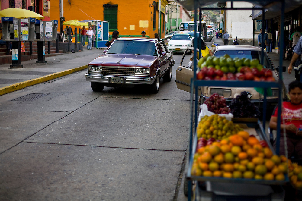 Merida_VEN, Venezuela...Transito em rua de Merida, Venezuela...Traffic at a street in Merida, Venezuela...Foto: JOAO MARCOS ROSA / NITRO