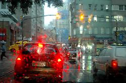 Porto Alegre-RS, 28/04/2008 - O forte temporal, previsto para o final de semana e que atingiu partes isoladas do Rio Grande do Sul, atigiu Porto Alegre na manhã desta segunda-feira. Por volta de 9h30 uma forte chuva atingiu a capital do Estado provacando transtornos no trânsito.  FOTO: Lucas Uebel/Preview.com