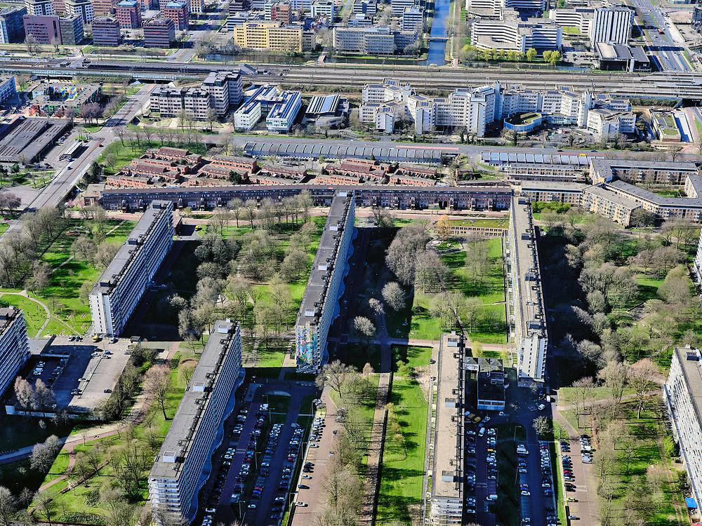 Nederland, Noord-Holland, Amsterdam;  03-23-2020; Amsterdam-Zuidoost, Bijlmer-centrum, H-buurt. Hoogoorddreef.<br /> <br /> luchtfoto (toeslag op standard tarieven);<br /> aerial photo (additional fee required)<br /> copyright © 2020 foto/photo Siebe Swart