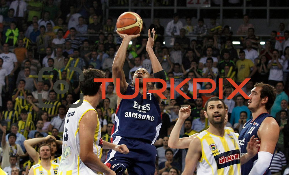 Fenerbahce Ulker's Omer ONAN (2ndR) and Efes Pilsen's Charles SMITH (C), Kaya PEKER (R) during their Turkish Basketball league Play Off Final fourth leg match Fenerbahce Ulker between Efes Pilsen at the Abdi Ipekci Arena in Istanbul Turkey on Thursday 27 May 2010. Photo by Aykut AKICI/TURKPIX
