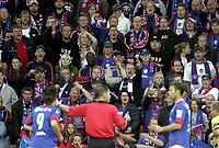 Fotball<br /> Tippeligaen Eliteserien<br /> 17.06.07<br /> Åråsen Stadion<br /> Lillestrøm LSK - Vålerenga VIF<br /> VIFs supportere Klanen var ikke like fornøyd med alt dommer Terje Hauge foretok seg - <br /> Foto - Kasper Wikestad