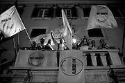 Filippo Nogarin è il nuovo sindaco di Livorno.Nella foto saluta i sostenitori dalla balconata del palazzo del Comune Di Livorno.<br /> 8 giugno 2014 . Daniele Stefanini /  OneShot