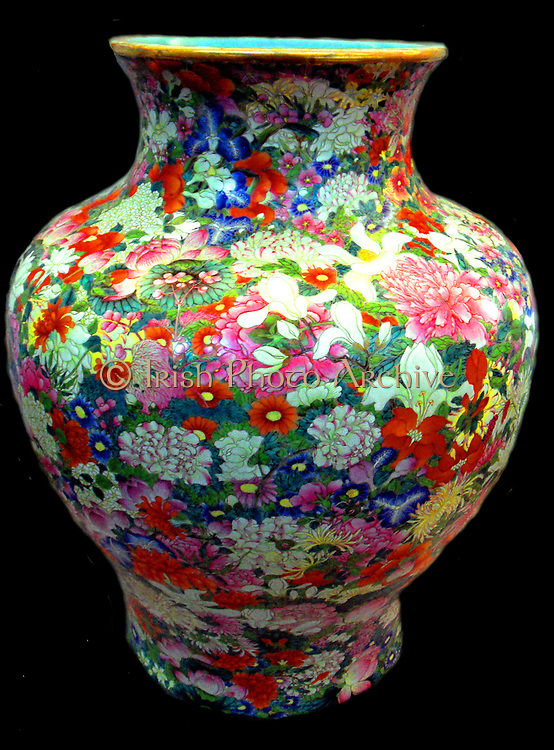 Vase 'Thousand Flowers'. reign of Qianlong (1736-1795) porcelain vase dated 1709, Chinese