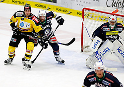 17.11.2015, Stadthalle, Villach, AUT, EBEL, EC VSV vs UPC Vienna Capitals, 21. Runde, im Bild Matt Dzieduszycki (Capitals), Markus Schlacher (VSV) und Jean Philippe Lamoureux (VSV) // during the Erste Bank Icehockey League 21th round match between EC VSV vs UPC Vienna Capitals at the City Hall in Villach, Austria on 2015/11/17, EXPA Pictures © 2015, PhotoCredit: EXPA/ Oskar Hoeher