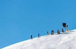 THEMENBILD - eine Gruppe Skifahrer auf der Piste aufgenommen am 28. März 2017, Zwölferkogel, Saalbach Hinterglemm, Österreich // a group of skier on the slope at the, Zwoelferkogel, Saalbach Hinterglemm, Austria on 2017/04/10. EXPA Pictures © 2017, PhotoCredit: EXPA/ JFK