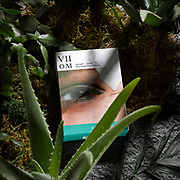 Box of VIIcode Oxygen Eye Mask products in a jungle environment.