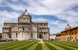 THEMENBILD - die Kathedrale und das Baptisterium beim Schiefen Turm von Pisa, aufgenommen am 24. Juni 2018 in Pisa, Italien // the Pisa Cathedral and the Baptistery of San Giovanni and the Leaning Tower of Pisa, Pisa, Italy on 2018/06/24. EXPA Pictures © 2018, PhotoCredit: EXPA/ JFK