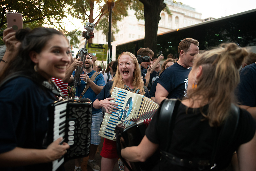 Katrina Yaukey (whose Accordion is called Main Squeeze), Megan Loomis, and Mary Knapp continue to perform, up until everyone from NYC boarded the bus. #protest #kremlinannex #rosieodonnell @rosie