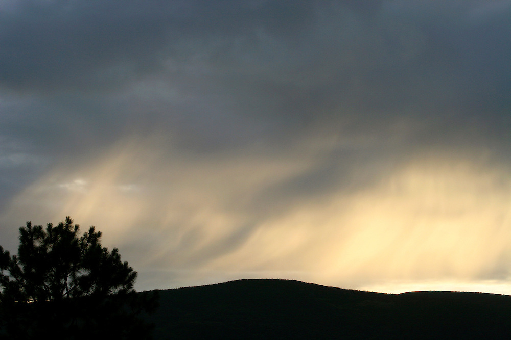 Chapada_MG, Brasil...Chuva no fim de tarde em uma montanha em Chapada...The rain in the sundown on a mountain in Chapada...Foto: LEO DRUMOND / NITRO