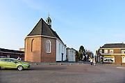 Nederland, Lobith, 1-4-2014Sfeerbeeld van dit dorp aan de Rijn. Het is er leeg en stil en heeft maar weinig winkels.Op het dorpsplein is een EMTE supermarkt en een muziekkiosk waar de jeugd elkaar treft.Foto: Flip Franssen/Hollandse Hoogte