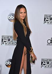 Chrissy Teigen  bei der Ankunft zu den 2016 American Music Awards im Microsoft Theatre in Los Angeles / 201116<br /> <br /> ***2016 American Music Awards at the Microsoft Theatre in Los Angeles, November 20th, 2016***