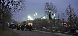 01.03.2014, Weserstadion, Bremen, GER, 1. FBL, SV Werder Bremen vs Hamburger SV, 23. Runde, im Bild das Weserstadion mit Flutlicht, im Vordergrund Polizisten, Aurfruhr-Ausruestung am Osterdeich // das Weserstadion mit Flutlicht, im Vordergrund Polizisten, Aurfruhr-Ausruestung am Osterdeich during the German Bundesliga 23th round match between SV Werder Bremen and Hamburger SV at the Weserstadion in Bremen, Germany on 2014/03/02. EXPA Pictures © 2014, PhotoCredit: EXPA/ Andreas Gumz<br /> <br /> *****ATTENTION - OUT of GER*****