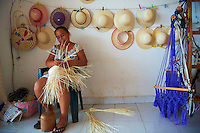 Mexique, Etat de Campeche, Becal, femme maya fabrique des chapeaux Panama // Mexico, Campeche state, Becal, maya woman making Panama hat