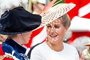 """Koning Willem Alexander wordt door Hare Majesteit Koningin Elizabeth II geïnstalleerd in de 'Most Noble Order of the Garter'. Tijdens een jaarlijkse ceremonie in St. Georgekapel, Windsor Castle, wordt hij geïnstalleerd als 'Supernumerary Knight of the Garter'.<br /> <br /> King Willem Alexander is installed by Her Majesty Queen Elizabeth II in the """"Most Noble Order of the Garter"""". During an annual ceremony in St. George's Chapel, Windsor Castle, he is installed as """"Supernumerary Knight of the Garter"""".<br /> <br /> Op de foto / On the photo:  Sophie, Countess of Wessex"""