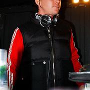 NLD/Bloemendaal/20080518 - Beachclub Vroeger bestaat 5 jaar, Johnny de Mol als dj