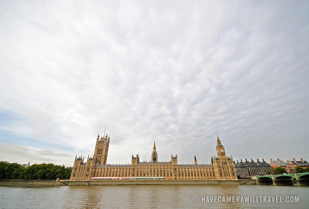 British Parliament House from across the River Thames