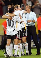 Schlussjubel Oliver Neuville, Lukas Podolski, Miiroslav Klose, Bundestrainer Juergen Klinsmann<br /> Fussball WM 2006 Deutschland - Polen<br /> Tyskland - Polen<br /> Norway only