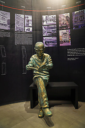 Inauguração da Estátua de Erico Verissimo, no Memorial Livraria do Globo, com presença do jornalista e escritor Luiz Fernando Verissimo. FOTO: Emmanuel da Rosa/Agência Preview