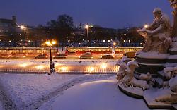 15.12.2010, Innere Stadt, Wien, AUT,  Wien Feature, im Bild Statue Frau mit Buch versinnbildlicht Legislative (gesetzgebende Gewalt) mit Blick auf den Ring, ausserdem zeigt es 3000 Kreuze die gegen die Kürzung der Entwicklungshilfe protestieren// EXPA Pictures © 2010, PhotoCredit: EXPA/ M. Gruber
