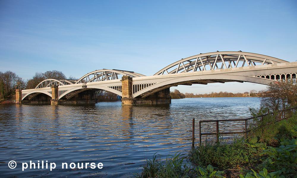 Barnes Bridge, Barnes