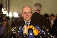 14 DEC 2003, BERLIN/GERMANY:<br /> Volker Kauder, CDU, 1. Parl. Geschaeftsfuehrer der CDU/CSU BT-Fraktion, waehrend einem Pressestatement zum Verlauf der Sitzung des Vermittlungsausschusses, Bundesrat<br /> IMAGE: 20031214-01-106<br /> KEYWORDS: Mikrofon, microphone